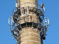 zdjęcie stacji bazowej Piastowska 19 komin (Era GSM900/GSM1800, Orange GSM900/GSM1800, Play UMTS) p1030830.jpg
