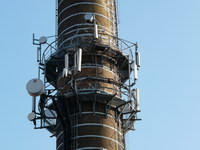 zdjęcie stacji bazowej Piastowska 19 komin (Era GSM900/GSM1800, Orange GSM900/GSM1800, Play UMTS) p1030837.jpg