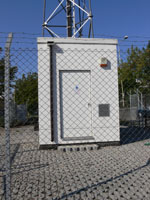 zdjęcie stacji bazowej Zielenogórska 30 (Era GSM900/UMTS) p1030514.jpg
